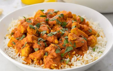 Chicken Curry can be eaten with rice or naan