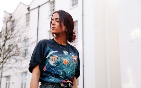MAVICA emprende el vuelo con 'Hot Sand', su primer single - Mi Rollo es el Indie