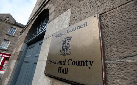Warring councillors told to use mediation - The Courier