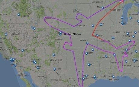 Boeing jet makes plane outline over America on Dreamliner test flight
