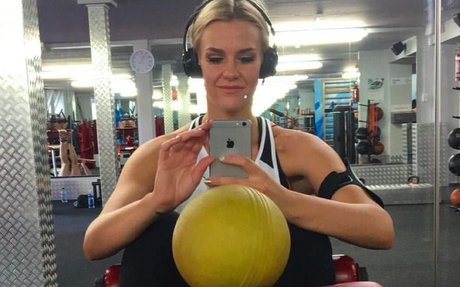Woman shuts down haters with honest weight loss Instagram photos