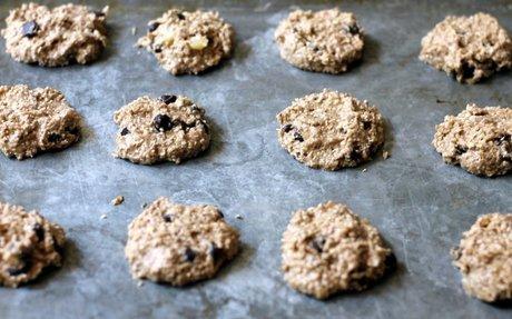 KITCHEN VIRGINS: Banana Oat Cookies
