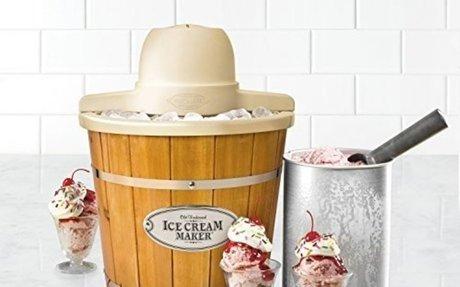 Nostalgia ICMP400WD Vintage Collection 4-Quart Ice Cream Maker