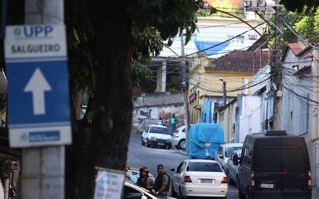 Policiais de UPP são atacados a tiros no Morro do Salgueiro, na Tijuca