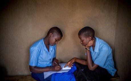 رواندا: صديقتان تجمعهما مقاعد الدراسة