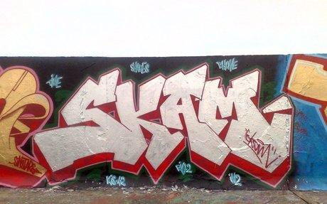 i don't do it but i like graffiti art it takes a lot of skill