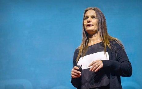 (VIDEO) Karina Galperin: Should we simplify spelling? Spanish w/ English Subtitles