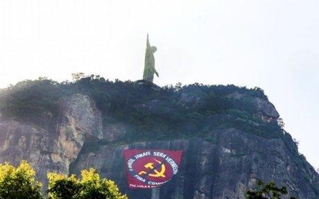 Responsável por bandeirão anticomunismo no Corcovado é multado em R$ 100 mil | Ancelmo - O