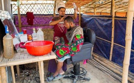 تجار من الروهينغا يلبّون احتياجات سكان مخيم في بنغلاديش