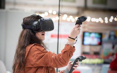Docents i alumnes exploren la seva relació amb la tecnologia digital al Mobile World Congr