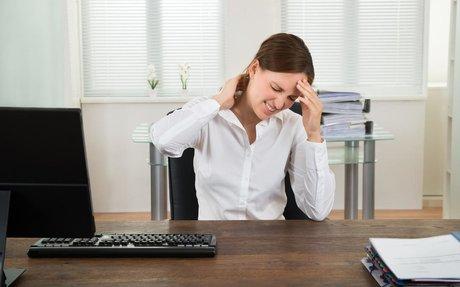 Fièvre, douleur à la nuque et mal de gorge : attention à la méningite