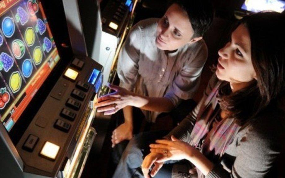 Trećina bh. djece ovisna o internetu i misli da kockanjem može zarađivati