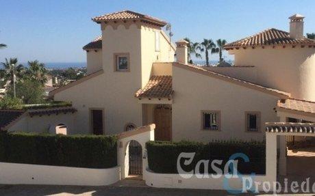 Fantastisk Villa med perfekt beliggenhet  – Rioja – Villamartin  »  Casa & Propiedad