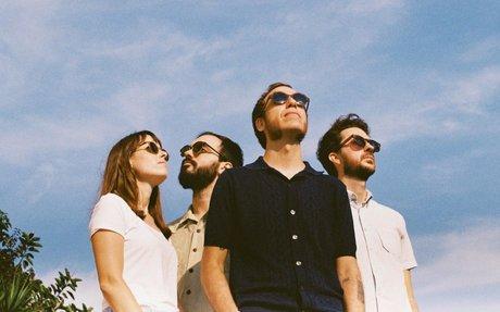HER LITTLE DONKEY La banda Barcelonesa regresa con 'No Devotion'