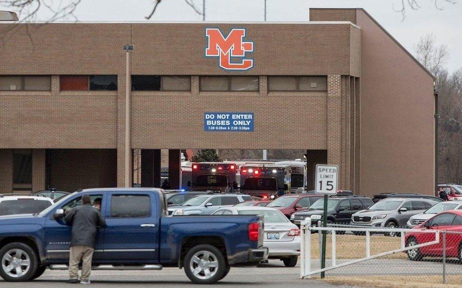 2 dead, 17 injured in Kentucky school shooting; teenage suspect held