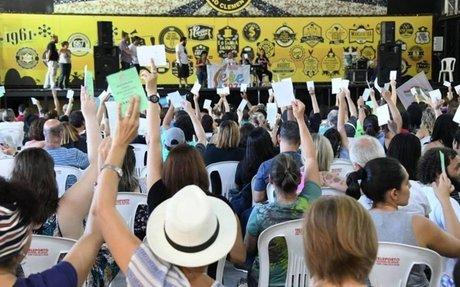 Professores municipais do Rio aprovam estado de greve e podem paralisar atividades
