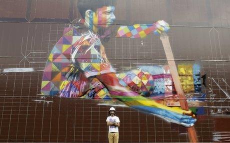 "Eduardo Kobra paints ""biggest"" ever mural"
