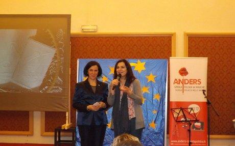 Macerata, la scuola polacca Anders ha festeggiato il Natale allo Sferisterio