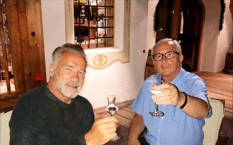 Pálinka mellett tárgyalt egymással Juncker és Schwarzenegger