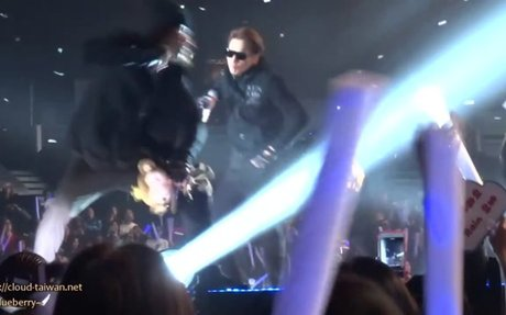 160130 RAIN - THE SQUALL in Hong Kong - Pumps And A Bump [Fancam-73]