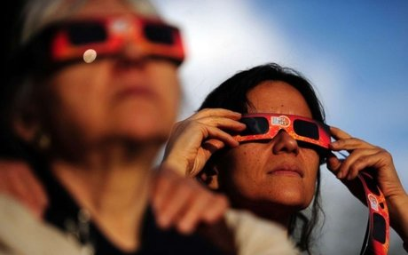 How to make a safe eclipse-viewer for kids from a cereal box