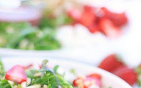 Strawberry Arugula Chicken Salad