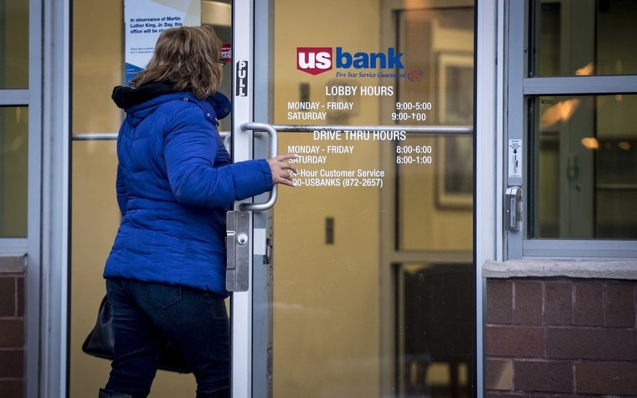 Banks Freed From Branches Use Mobile Apps to Go After Customers