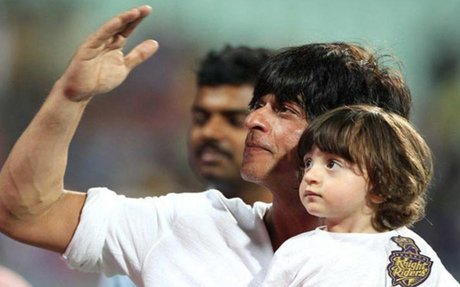 Shah Rukh Khan takes AbRam's help to promote 'Raees'
