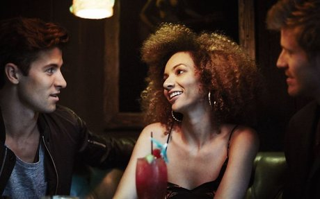 4 Things That Will Make Every Guy In The Room Want To Talk To You