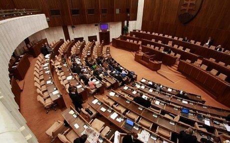 Bumm.sk | Hétfőn újra összeül a parlament