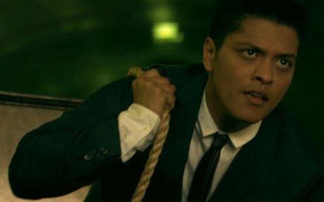 Bruno Mars - Grenade [OFFICIAL VIDEO]