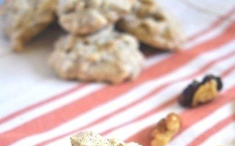 Crispy Walnut Meringue Cookies