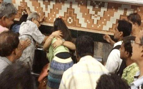 Couple beaten in Kolkata Metro by senior citizens - Why not