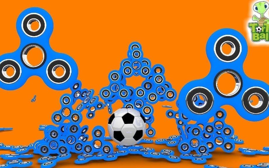 FIDGET SPINNER CHALLENGE TURTLES TRICKSHOT BATTLE Soccer Ball For Children and kids