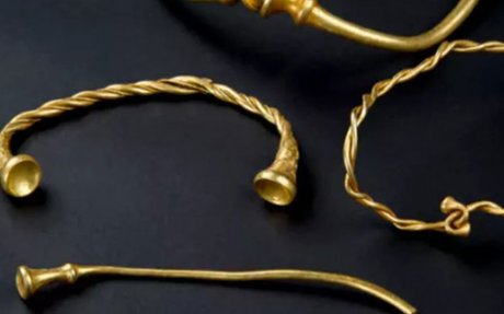 Metal detector enthusiasts unearth stunning Iron Age gold from Britain farm