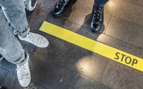 Dömda till utvisning släpps fria i Sverige