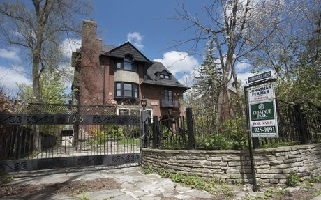 Toronto's directionless summer real-estate market draws lowball offers