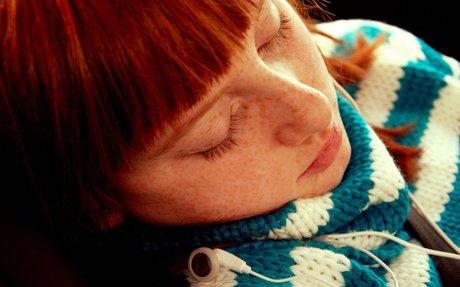 Desmotivación, estrés y dolor de cabeza, efectos sobre los niños que duermen poco.