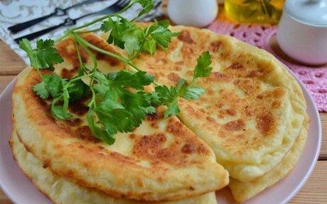 Bögrés sajtos fokhagymás lepény