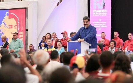 Maduro pide respuestas a su partido ante la recesión económica de Venezuela.