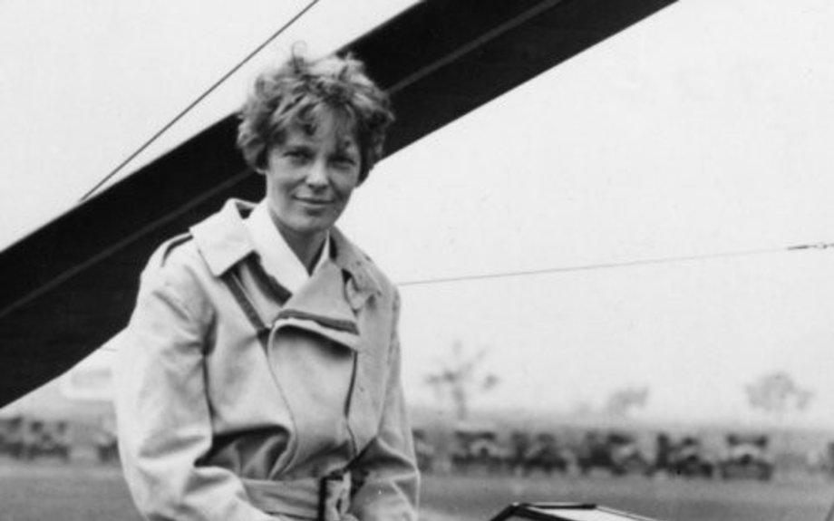 Amelia earhart completes first nonstop transatlantic flight