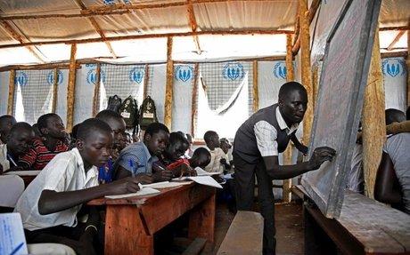 أطفال لاجئون متعطشون للتعليم في صفوف مدرسية مكتظة