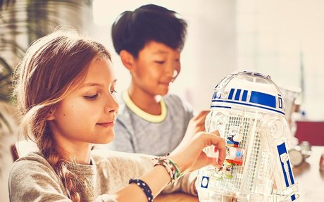 Slice of MIT: Alumna Inspires Kid Inventors with Star Wars