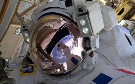 A francia űrhajós, aki megállás nélkül kukkolja a Földet
