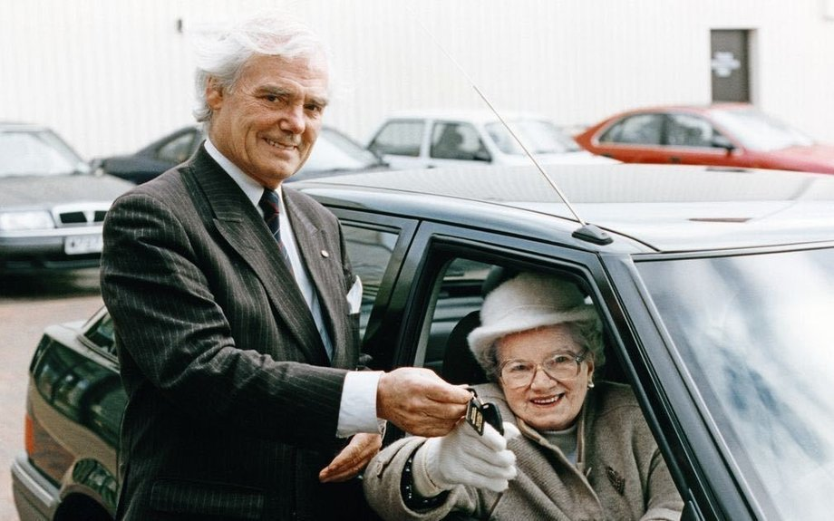 Glasgow car tycoon Sir Arnold Clark's funeral to take place next week