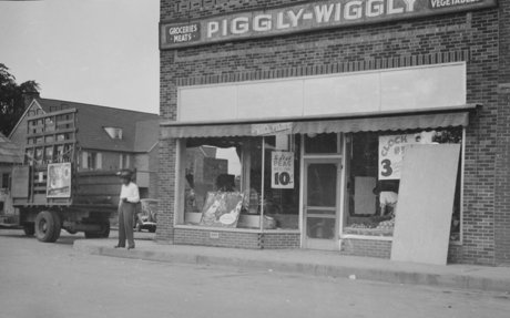 7. Piggly Wiggly, the First Self-Service Grocery Store