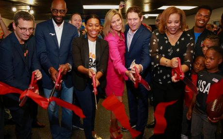 NFL stars Jerry Rice and Steve Young open Miami esports center