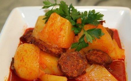 Paprikás krumpli kolbásszal | NOSALTY