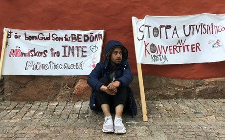 Sittdemonstration i Växjö mot utvisningar till Afghanistan - P4 Kronoberg