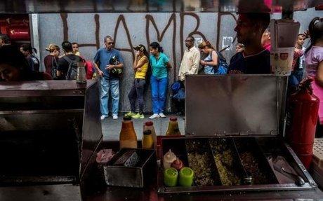 El verano del hambre en Venezuela: seis salarios mínimos por un kilo de ajos